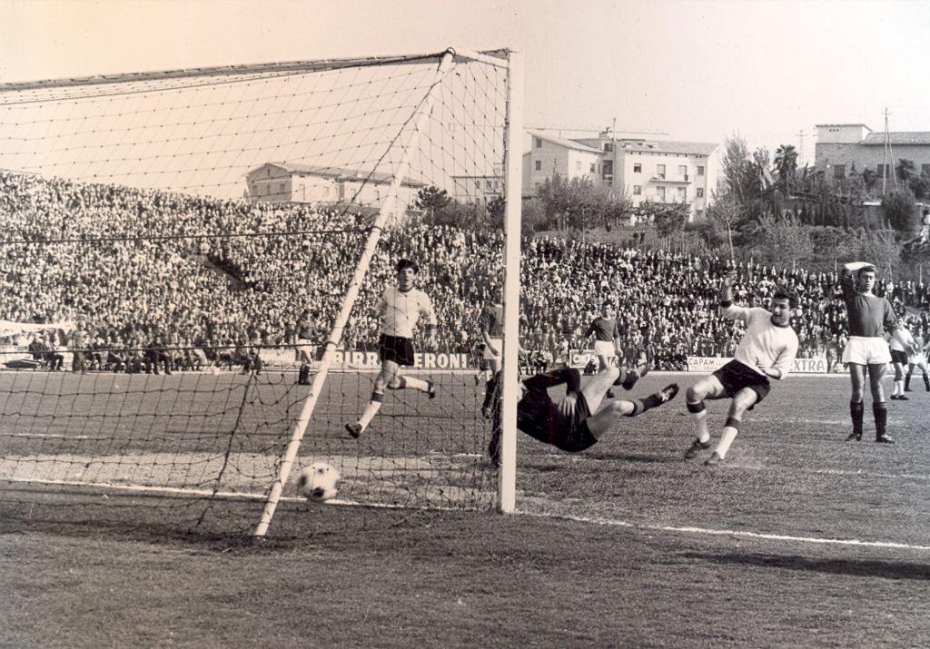 (1966-67) Maceratese-Ancona 1-0 Il gol di Dugini