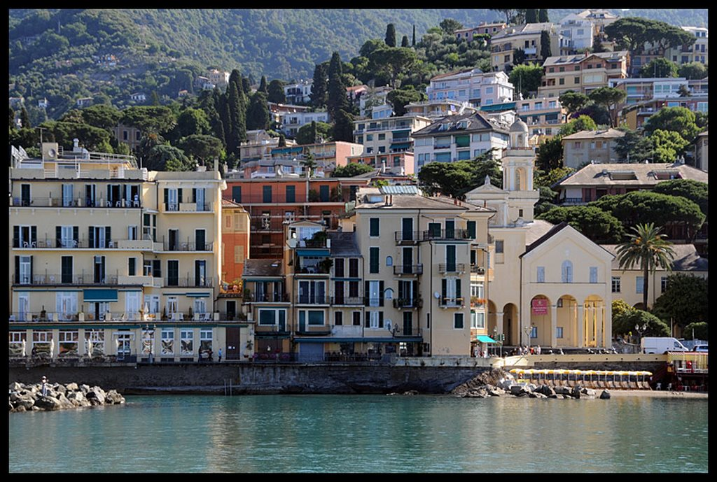 Un'amena veduta di Rapallo (Fonte: TrekEarth.com)
