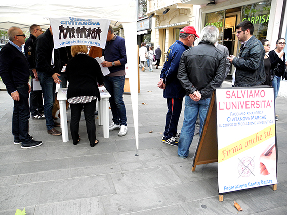 Centrodestra_raccolta_firme_per_università (9)
