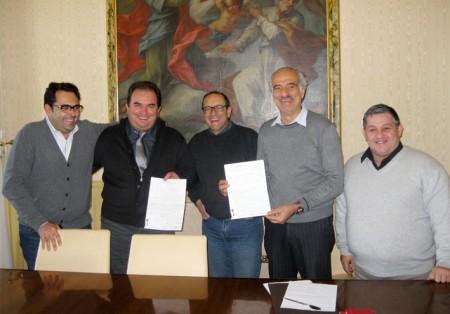 Da sinistra l'assessore al commercio Francesco Peroni, Claudio Pini presidente Confcommercio, il sindaco Corvatta, l'assessore al turismo Giulio Silenzi ed il presidente Acc Antonio Malaccari