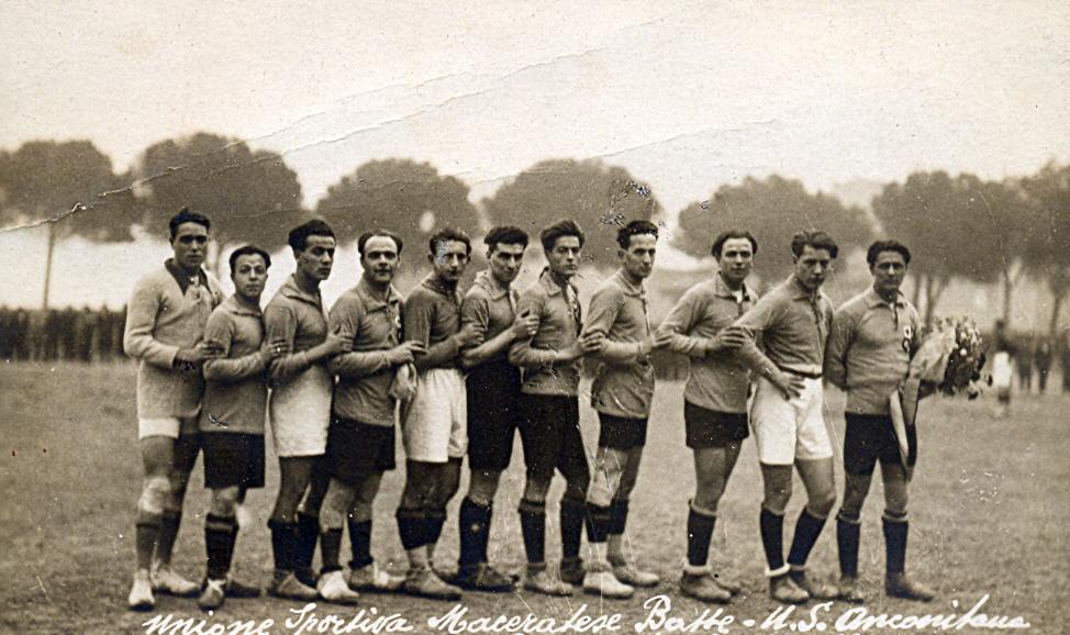 La formazione della Unione Sportiva Maceratese che sconfisse 3-1 l'Anconitana in amichevole il 30 novembre del 1924