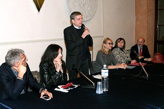 Barbara Temperilli, alla destra di Gianni Cuperlo.