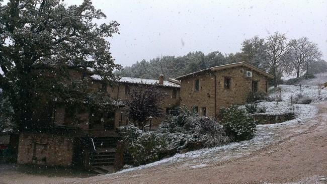 La neve di oggi a Roccamaia, frazione di Pievebovigliana (foto di Gabriele Liberti)