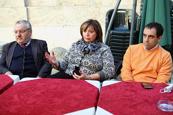 RENZIANI VECCHI E NUOVI - Il segretario provinciale Teresa Lambertucci con i consiglieri regionali Angelo Sciapichetti e Francesco Comi