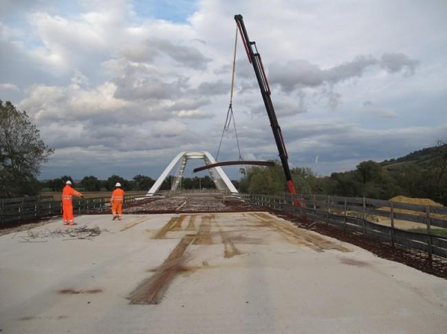 Il nuovo ponte in costruzione a Villa Potenza