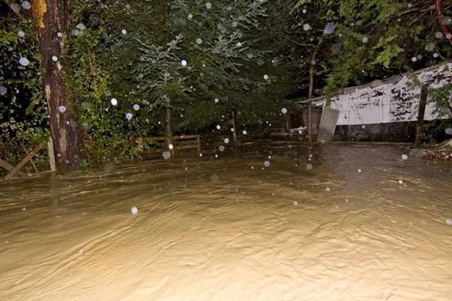 Il fiume Potenza straripato (Foto di Stelio Ciattaglia)