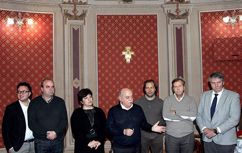 Da sinistra: gli assessori Bianchini, Palombini, la vicepresidente Mariani, il presidente Pettinari, gli assessori Torresi e Lippi