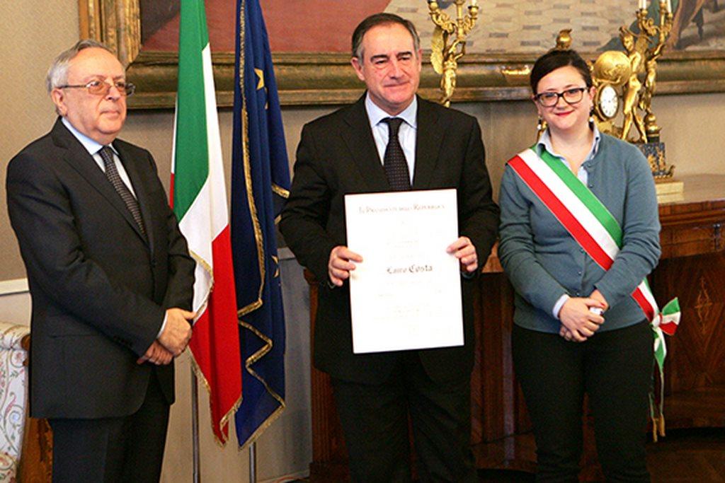 Lauro Costa con il prefetto Pietro Giardina e il vice sindaco di Macerata Federica Curzi