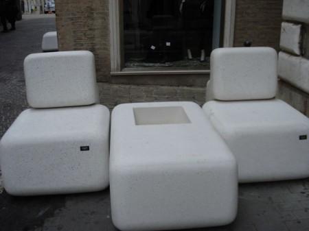 I nuovi divanetti recentemente allestiti in Corso Matteotti