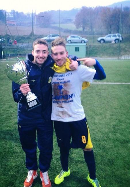 Due giocatori del Visso con la Coppa