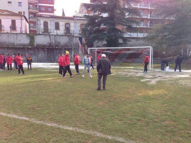 La parte ghiacciata del campo sportivo di Sulmona