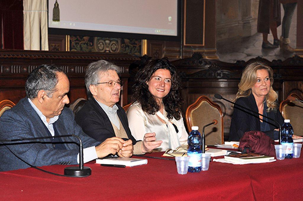 Da sinistra Francesco Adornato, Adriano Sofri, Alessandra Pierini e Emmanuelle de Villepin durante la presentazione del libro in Aula Magna