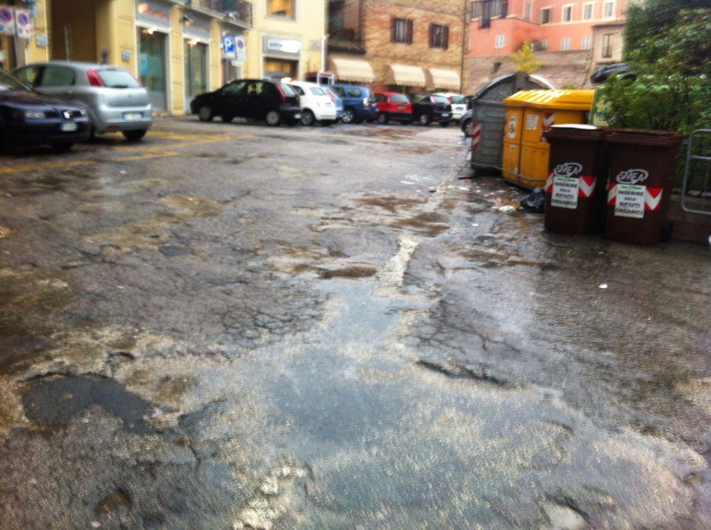 Sacchi degrado strade macerata