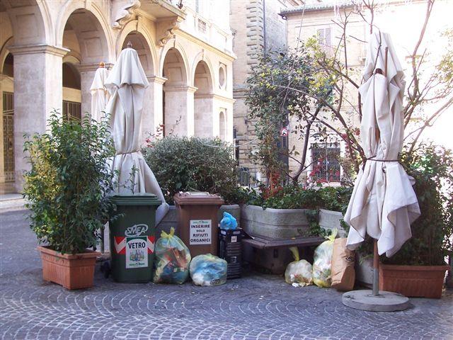 isola_Ecologica_piazza_battisti