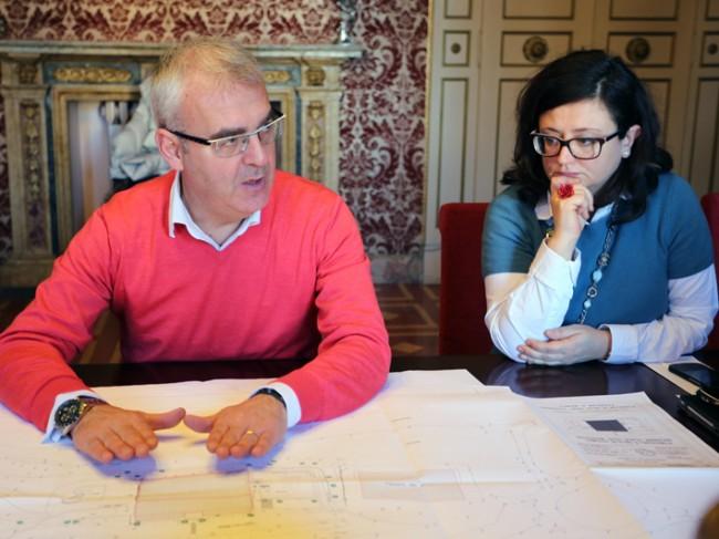 Il sindaco Carancini durante la presentazione del progetto delle piscine