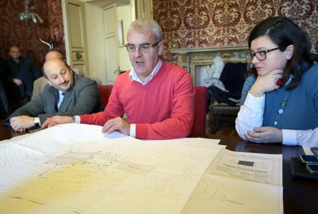 Il sindaco Carancini presenta il progetto approvato dalla Giunta riguardo al polo natatorio