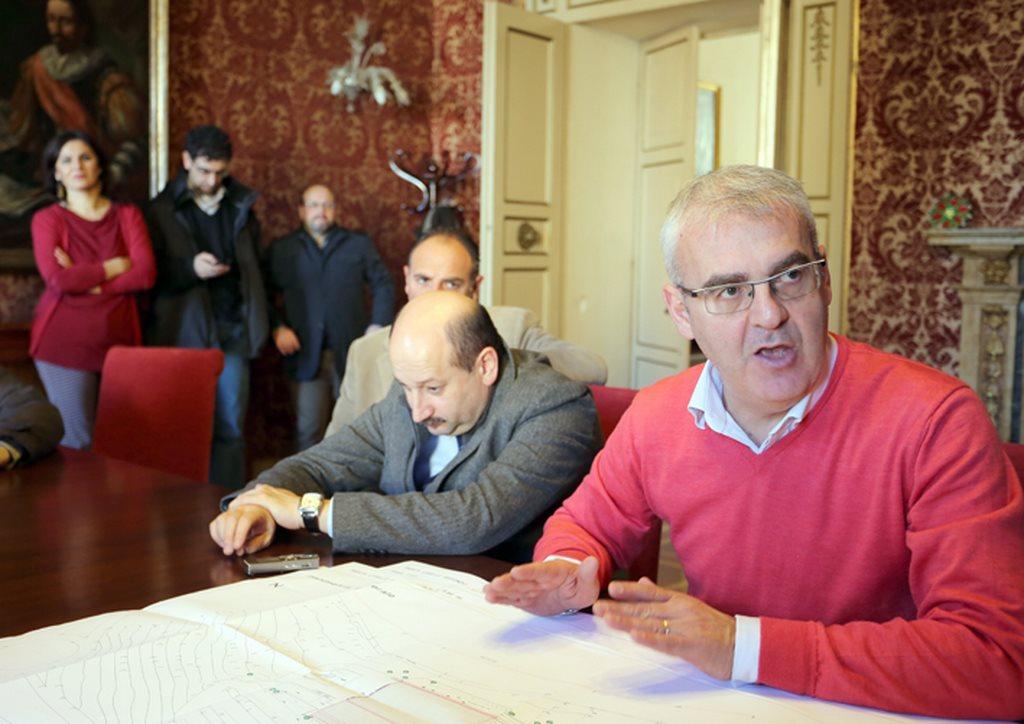il sindaco Carancini dopo l'approvazione del progetto esecutivo delle piscine di Fontescodella lo scorso dicembre