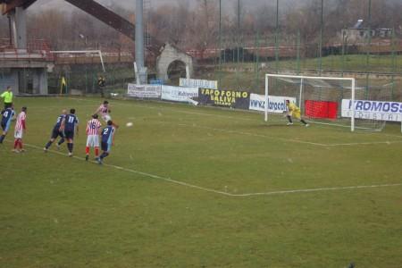 """Il gol su calcio di rigore di Alex Ambrosini immortalato da """"La Sportiva"""""""