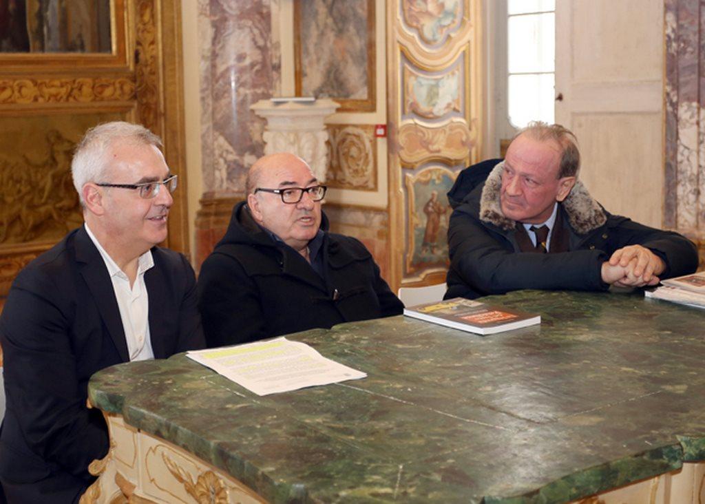 Il sindaco di Macerata Romano Carancini, il tre volte premio Oscar Dante Ferretti e l'assessore regionale Pietro Marcolini