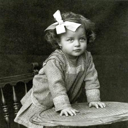 itratto di bambina (Carlo Balelli, 1916), pubblicato in copertina