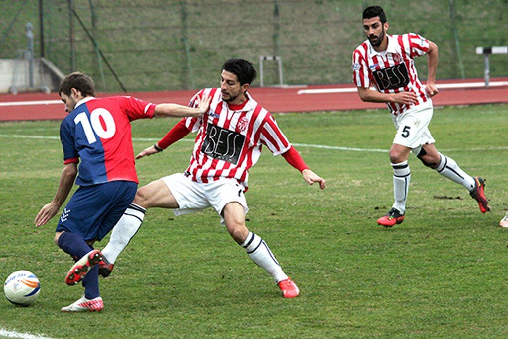 Il centrocampista della Maceratese Alfredo Romano