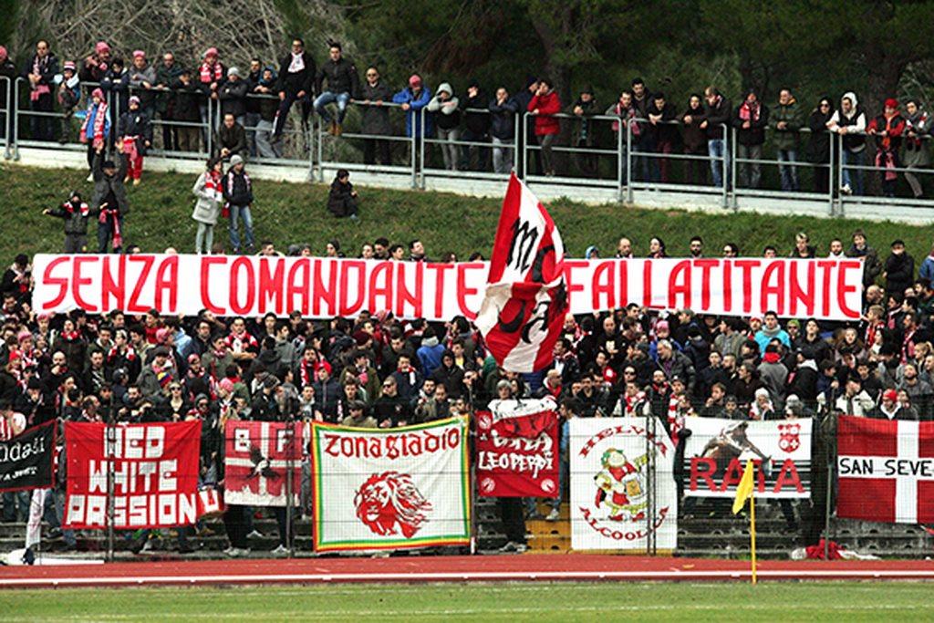 La curva della Maceratese nel derby contro la Civitanovese