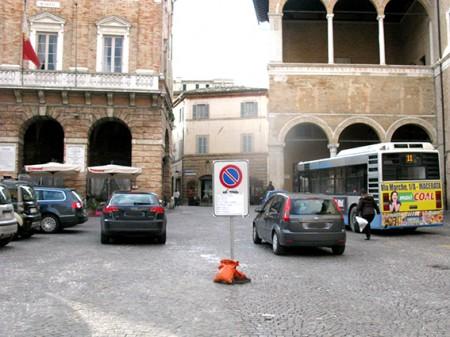 divieto_sosta_piazza_Macerata (3)