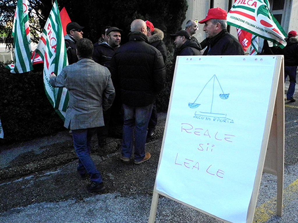 protesta_cgil_cisl_uil_tribunale_Macerata (2)