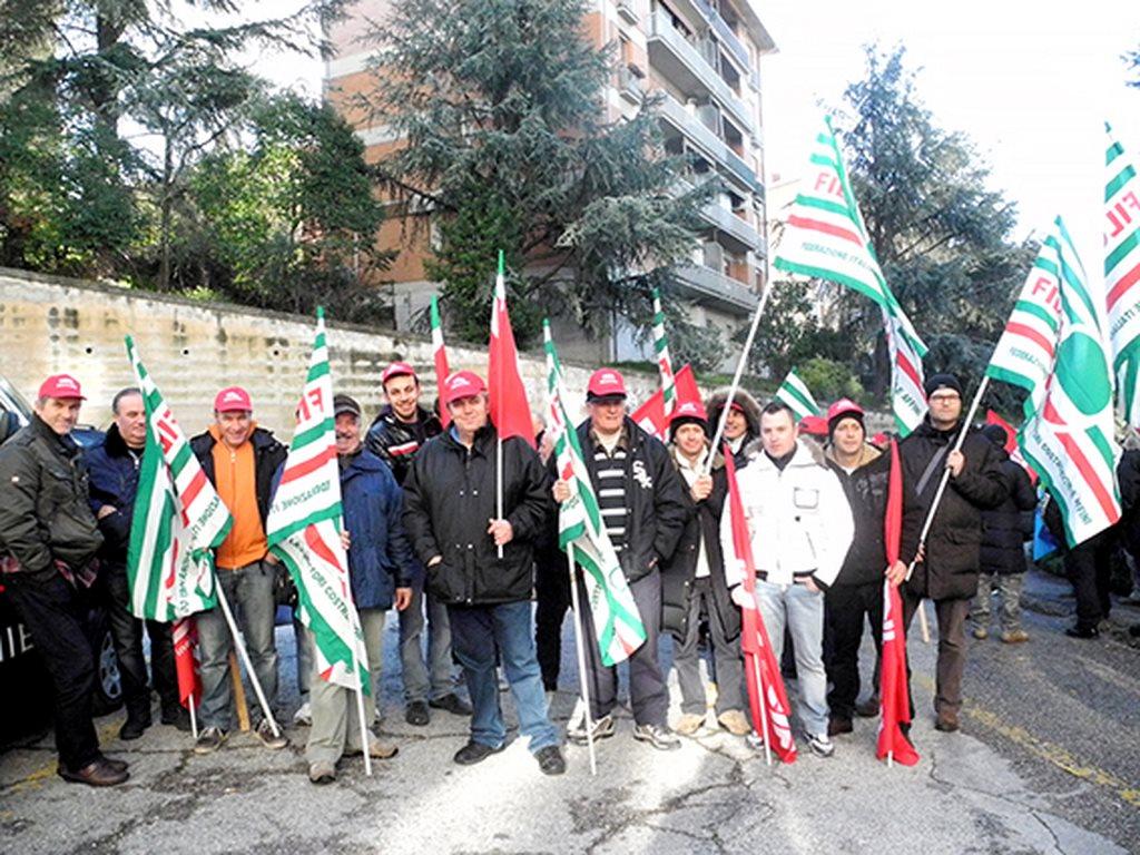 protesta_cgil_cisl_uil_tribunale_Macerata (3)