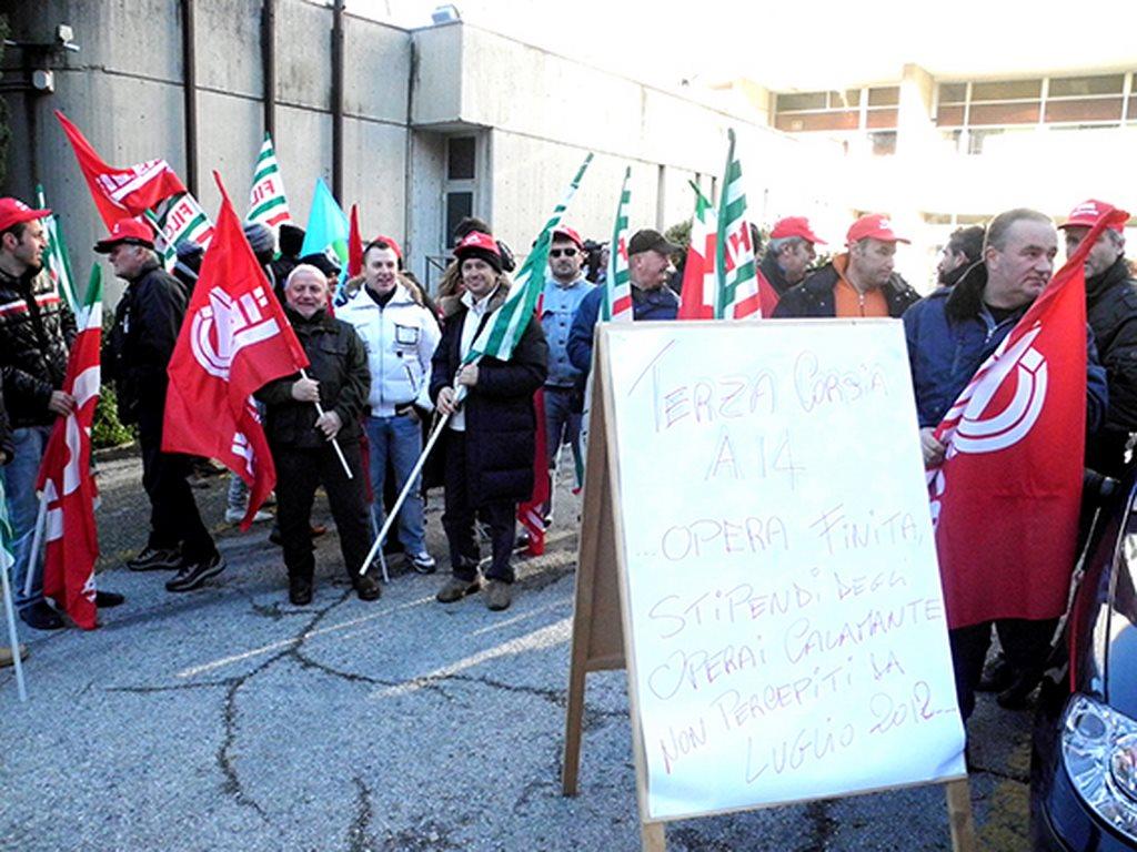 protesta_cgil_cisl_uil_tribunale_Macerata (4)