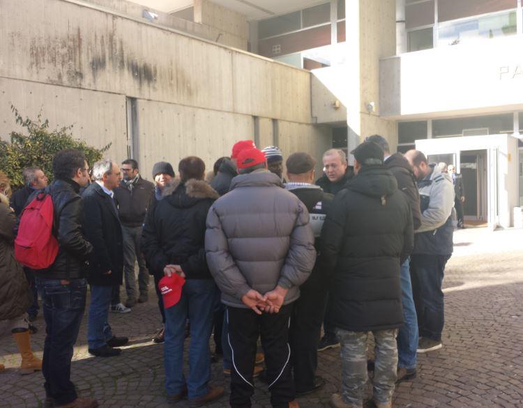 I dipendenti dopo l'incontro con il presidente Iacoboni