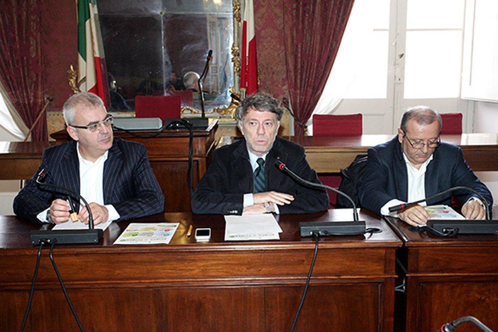 Romano Carancini, Daniele Sparvoli e Giuseppe Giampaoli durante la conferenza di presentazione