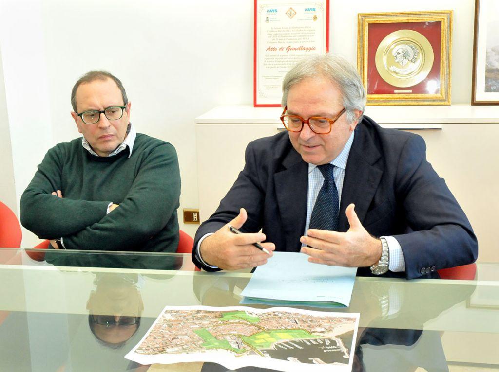 Il sindaco di Civitanova, Tommaso Corvatta, e il presidente della Regione, Gian Mario Spacca