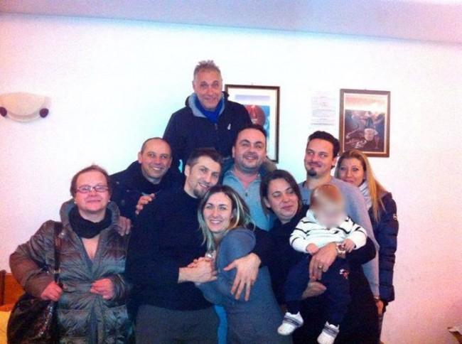 """le sei famiglie che hanno costituito il gruppo """"Genitori  per la vita"""""""