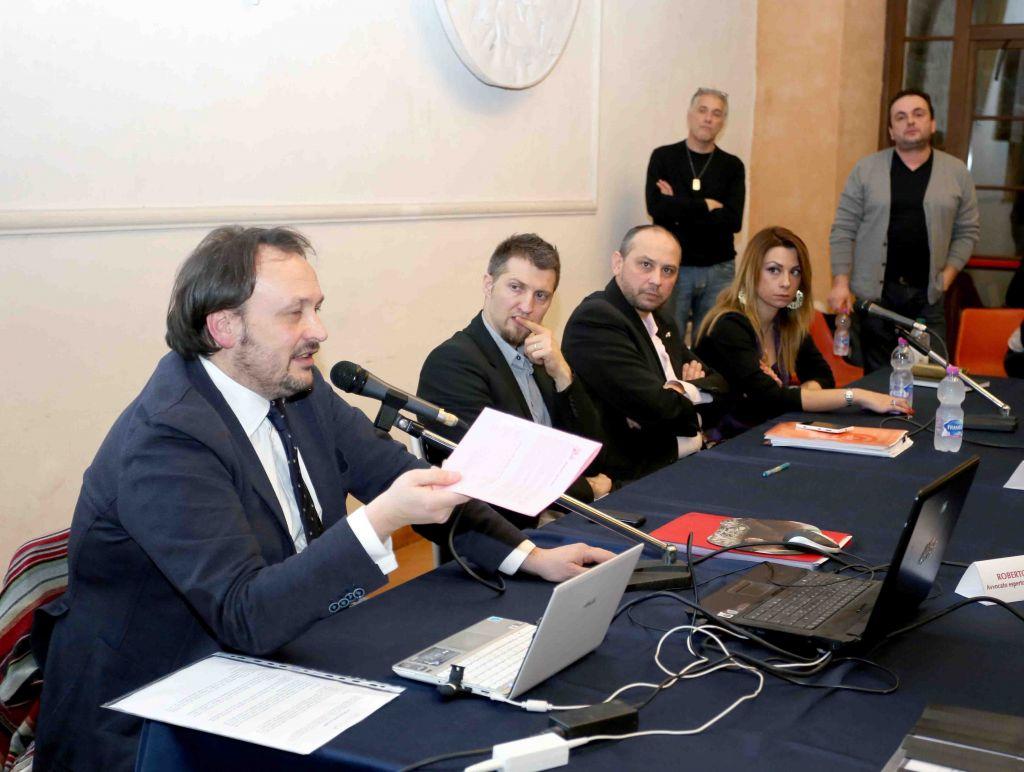 L'incontro sui vaccini a Macerata