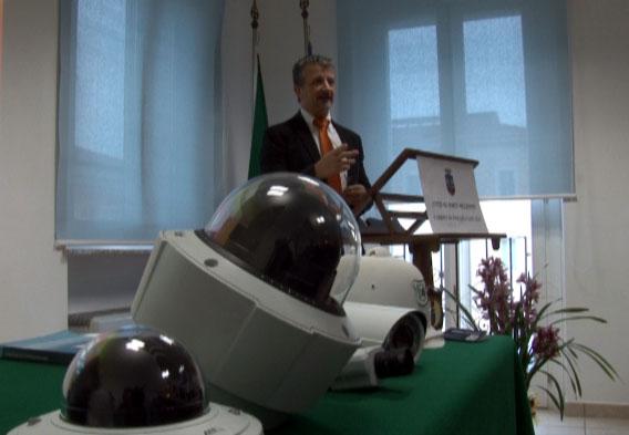 Carlo Sirocchi (in primo piano le telecamere)