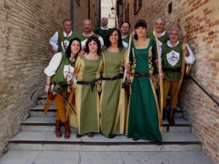 Gli arcieri settempedani del Palio dei Castelli