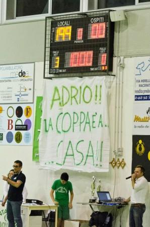 Lo striscione in onore di Adrio Giacomini