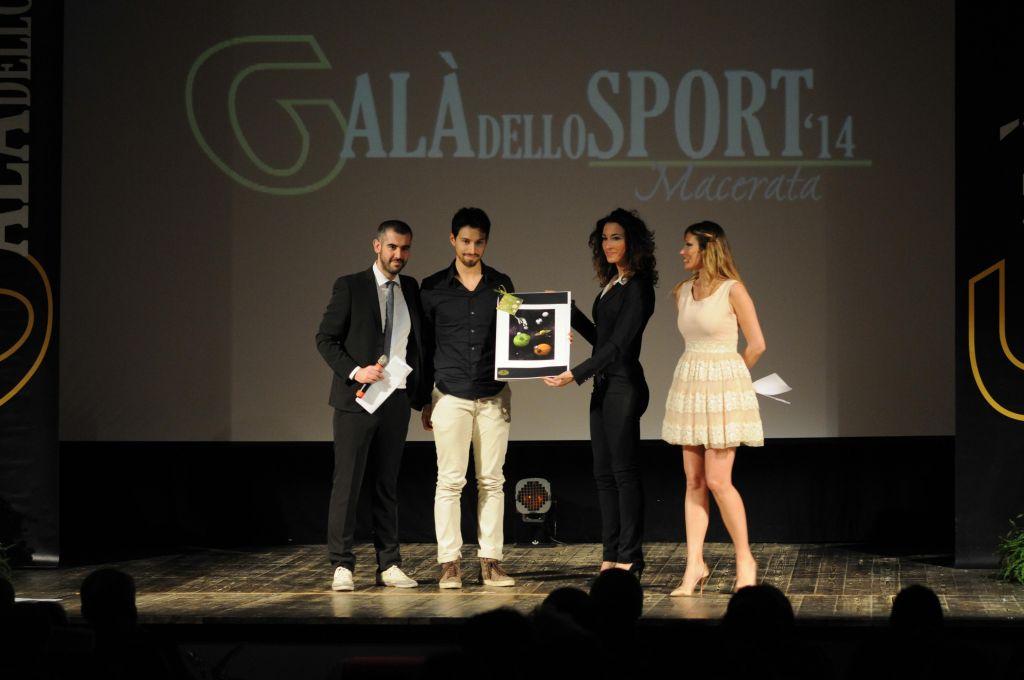 Michele Spagnuolo premia Danny Sargoni (Premio Pindaro)
