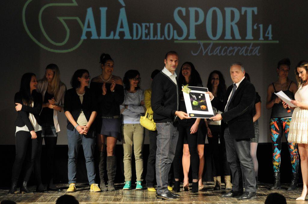 Mirko Corsano premia FeBa Basket (Miglior realtà emergente)