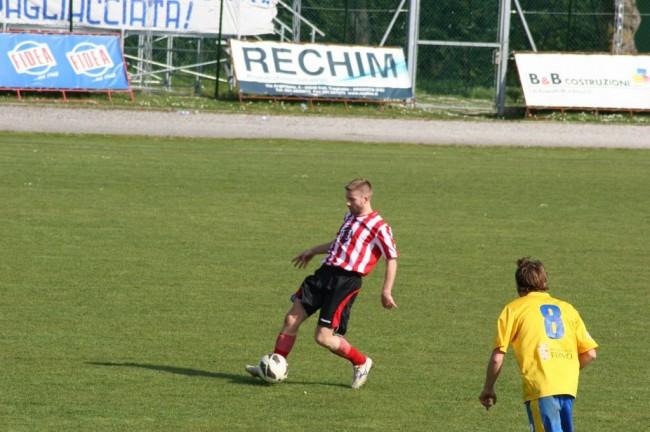 Il centrocampista del Matelica Nicola Moretti