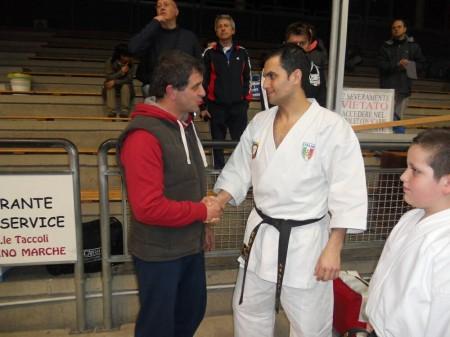 Il campione del mondo di karate, Luca Valdesi, con l'assessore Pelagalli