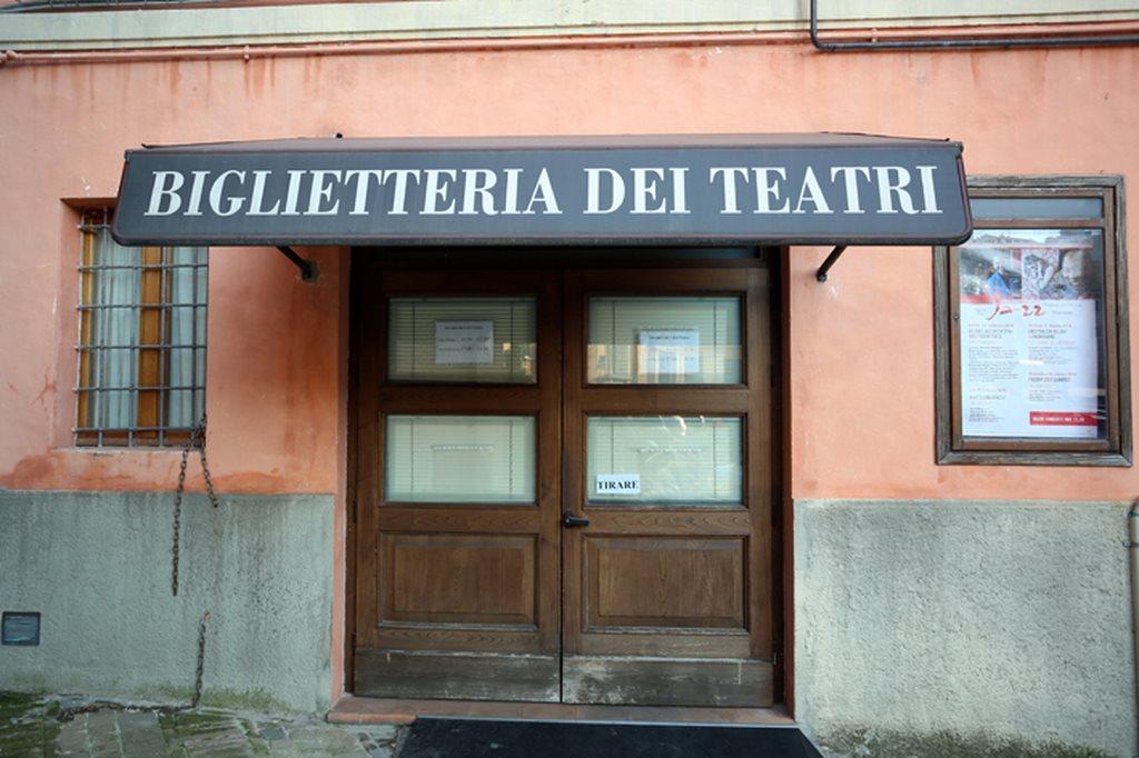 La biglietteria dei teatri a Macerata