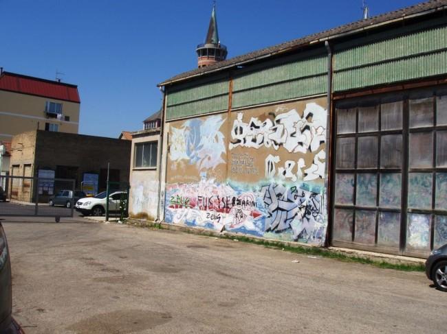 La parete prima dell'intervento di street art