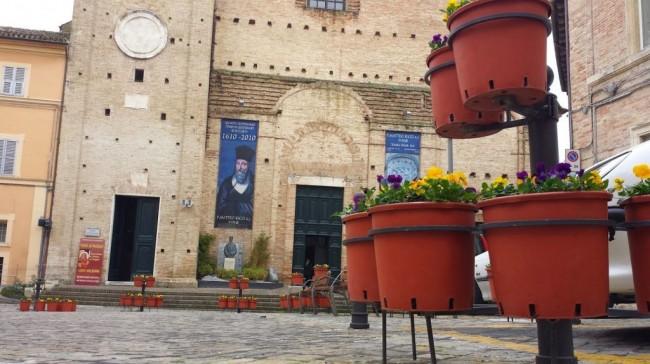 I vasi di plastica in piazza