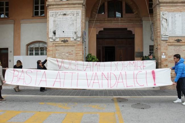 PROTESTA RESIDENTI CONTRO DONOMA (9)