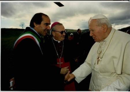 Ronchetti con Papa Woytila in visita a Serravalle