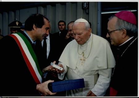 Venanzo Ronchetti con Giovanni Paolo II