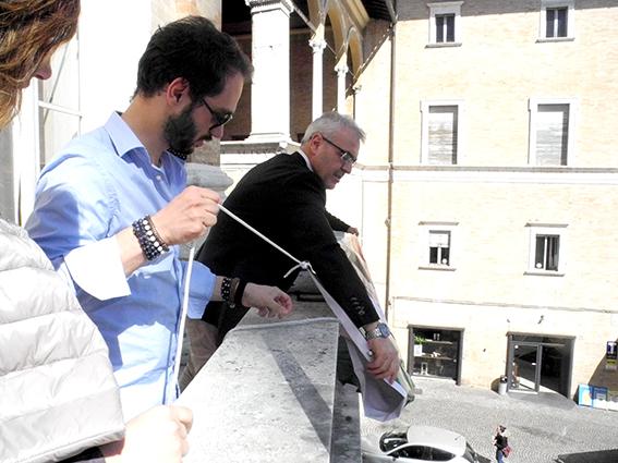 comune_Macerata_Striscione_Marò (1)