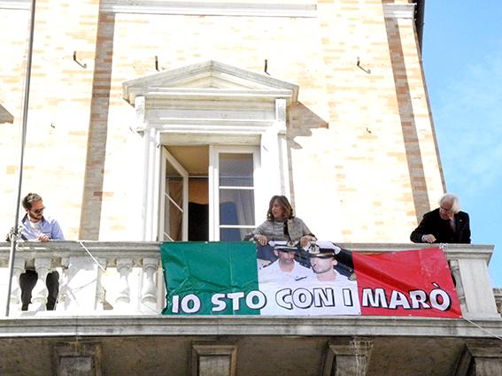 comune_Macerata_Striscione_Marò (2)